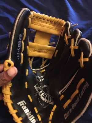 Franklin dura bond lacing baseball glove for Sale in Catonsville, MD