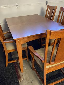 Table With 5 Chairs for Sale in Corona,  CA