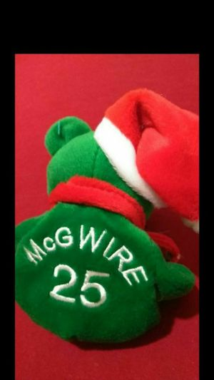 Mint Condition 1998 Salvinos Bamm Beanos Christmas Edition Mark McGwire #25 With Santa Hat for Sale in Portland, OR