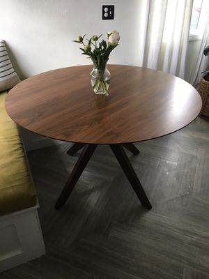 Round Dinning / Kitchen Table and chairs for Sale in Irwindale, CA