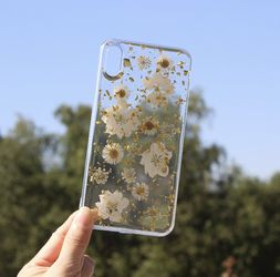 Real dried sunflower phone case for Sale in Houston,  TX