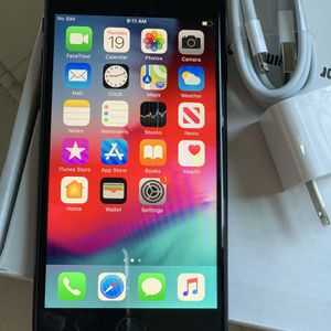 Factory unlocked apple iphone 7 32 gb, sold with warranty for Sale in Somerville, MA