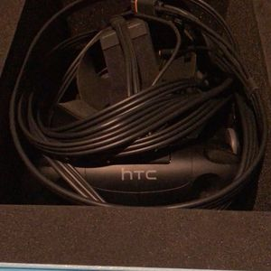HTC Vive Kit (1 base station) for Sale in Flower Mound, TX