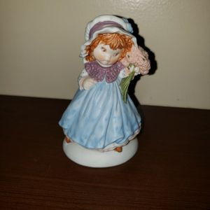 "1983 Hallmark cards girl in blue figurine 4"" tall for Sale in Zanesville, OH"
