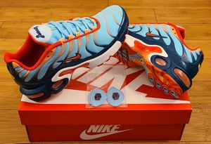 Nike Air Max size 4.5y youths/ Fits size 6 in Women for Sale in South Gate, CA