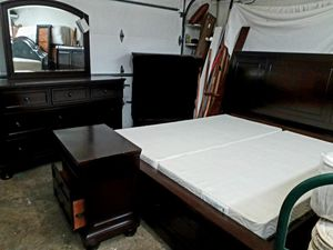 USED CALIFORNIA KING STORAGE BED SET for Sale in Gaithersburg, MD