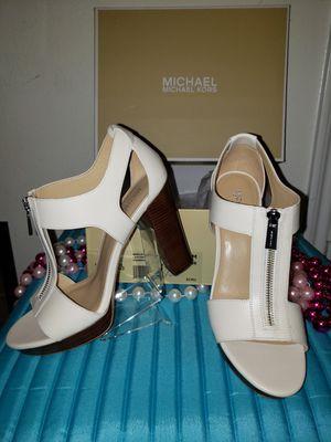 (PENDING)Brand new still beige/ tan in box Michael Kors 8 for Sale in Katy, TX