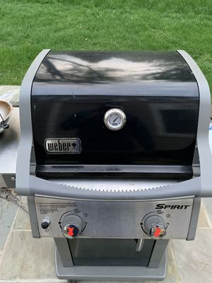 Weber E210 Grill 2 years old - Propane Grill for Sale in Clarksburg, MD