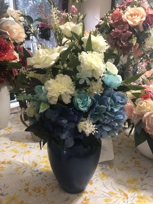 Vase with artificial flowers for Sale in Douglasville, GA