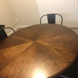 Round Wood Table And 4 Chairs for Sale in Damascus, OR