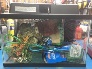Fish tank with accessories for Sale in Hawthorne, CA