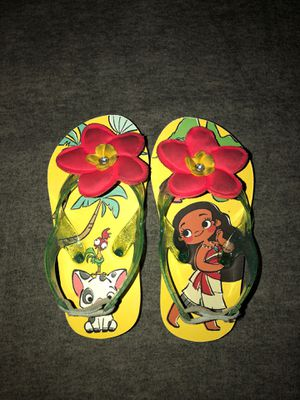 Moana toddler girl flip flops size 7/8 for Sale in Fontana, CA