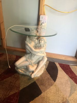 Design toscano in the arms of romance end table for Sale in Wichita, KS