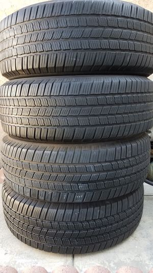 Michelin tires set size 265/70R18 for Sale in Fontana, CA