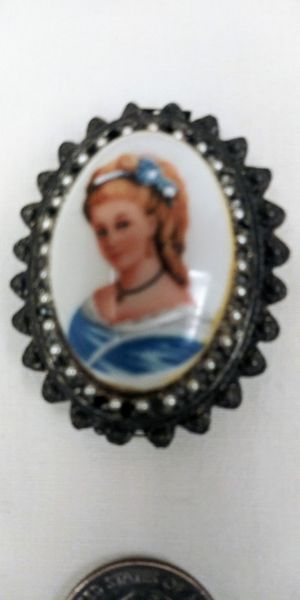 Antique Vintage Limoges France Victorian Cameo hand painted Porcelain Brooch Pin Pendant in perfect condition for Sale in Pompano Beach, FL