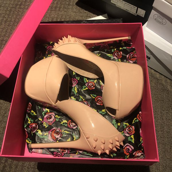 Brand new never worn betsey Johnson heels size 9