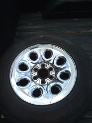 One 17s Chevy chrome stock rim for Sale in Houston, TX