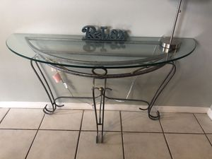 Glass top accent table for Sale in Destin, FL