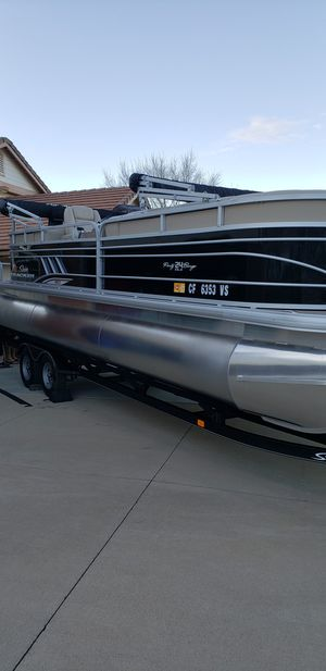 2020 suntracker 24 party barge xp3 225 engine for Sale in Corona, CA