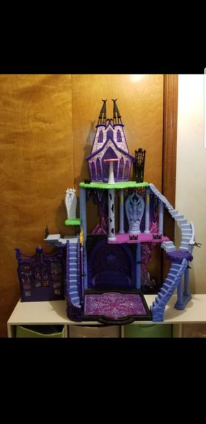 Monster high doll house .. castle 40.00 for Sale in New Port Richey, FL