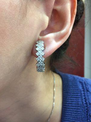 Aretes , earrings , aros, de diamantes for Sale in Miami, FL