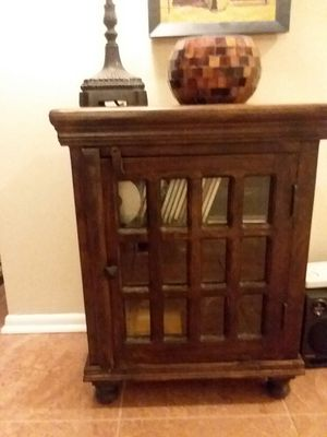 Wood display cabinet for Sale in Bloomingdale, IL