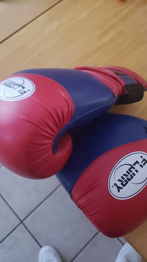 Flurry 16oz boxing gloves never worn for Sale in Avondale, AZ