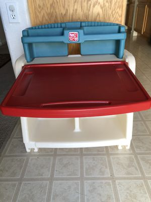 Desk and easel for kids for Sale in North Las Vegas, NV