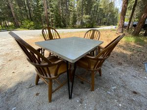 Dinner table set for Sale in Leavenworth, WA