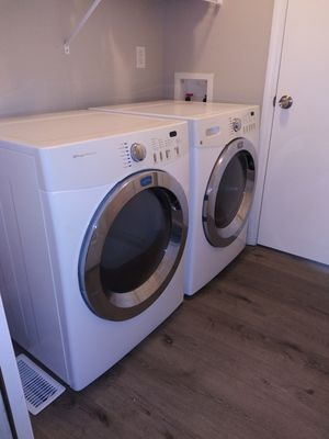Frigidaire (Affinity) Washer and Dryer for Sale in Florissant, MO