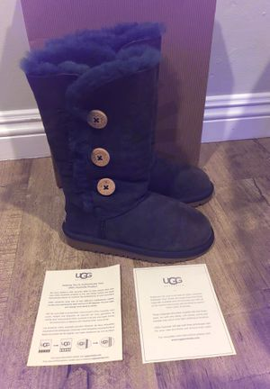 """UGG kids """"Bailey Button Triplet"""" navy 13 NEW IN BOX PLEASE READ DESCRIPTION! 13 kids uggs tall navy blue for Sale in Lynwood, CA"""