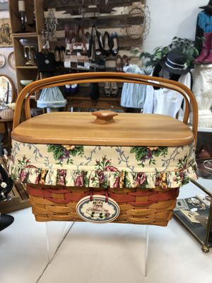 Longaberger Large Basket With Wood lid (west side) for Sale in El Paso, TX