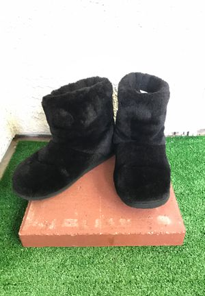 ‼️ Size 6.5 Forever 21 Black Fuzzy Booties for Sale in Las Vegas, NV