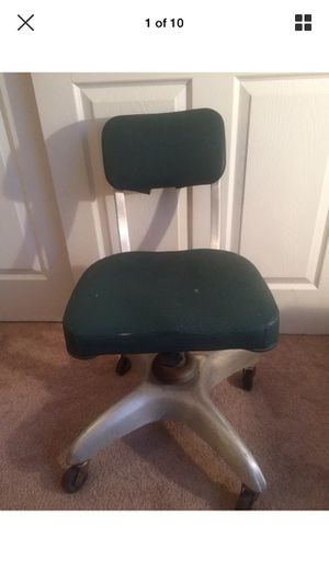 Antique chair for Sale in Tampa, FL