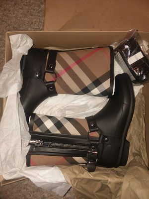 New Girls Burberry boots size 2 for Sale in Odenton, MD