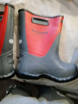 Size 7 Rubber Boots for Sale in Clifton Heights,  PA
