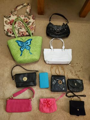 Lot of purses, clutches, totes and wallets for Sale in Temple, GA