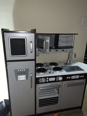GENTLY USED Kids kitchen & L.O.L doll house!! for Sale in Belle Isle, FL