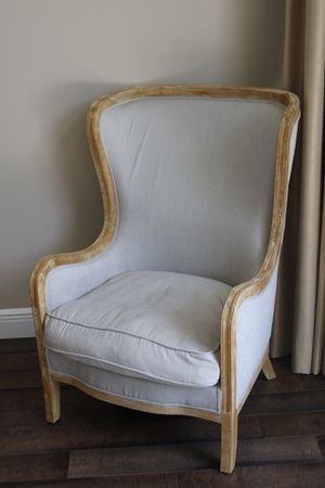 High back chair for Sale in Pompano Beach, FL
