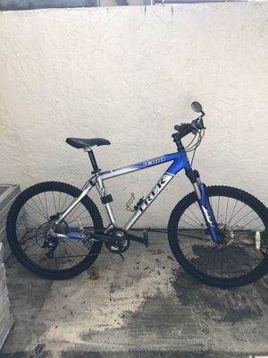"26"" TREK 4300 bicycle. Disc brakes, 21 Speeds, Front suspension BEAUTIFUL BICYCLE ‼️ for Sale in Hialeah, FL"
