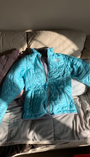 Girls reversed north face winter jacket for Sale in Columbus, OH