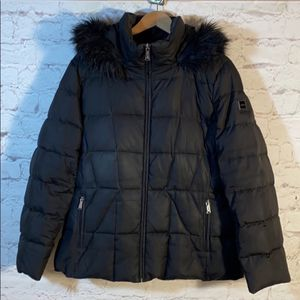 CALVIN KLEIN WOMENS XL WINTER PUFFER JACKET for Sale in Tinley Park, IL