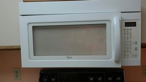 Over the range Whirlpool microwave excellent condition for Sale in Vero Beach, FL