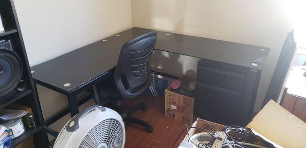 L shaped 2 drawer Desk