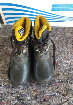 Kids size 1 snow boots-used for Sale in West Covina, CA