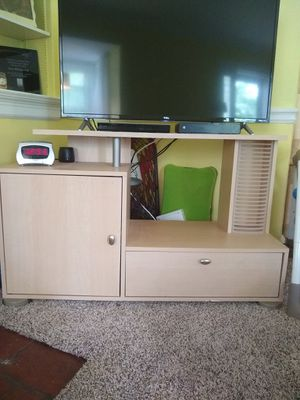 TV Stand (maple) for Sale in Clayton, MO