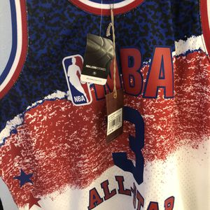 Mitchell &ness Size Xl Allen Iverson All Star for Sale in Costa Mesa, CA