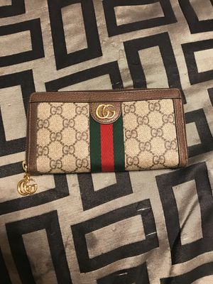 Gucci wallet and purse. for Sale in San Antonio, TX