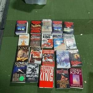 20 Different STEPHEN KING books 18 hard bacs 2 papers for Sale in Uxbridge, MA