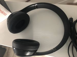 Beats by dr Dre solo 3 wireless headphones in black for Sale in Houston, TX
